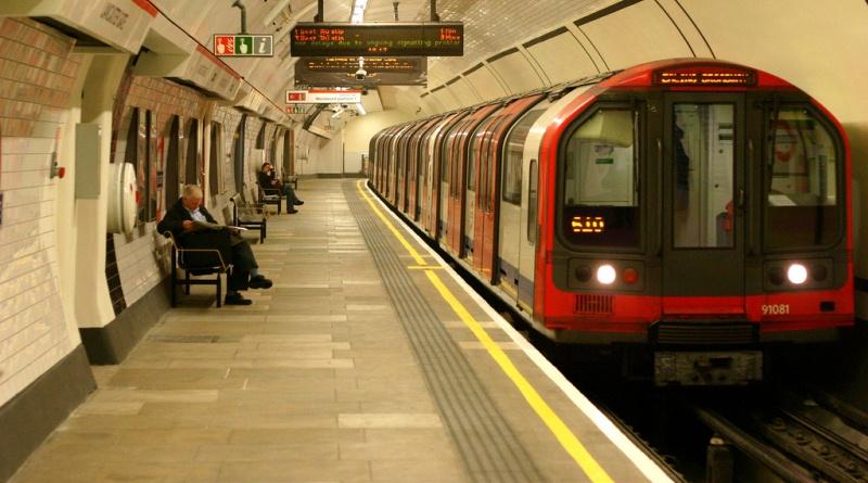 У метро Лондона чоловіку зламали щелепу