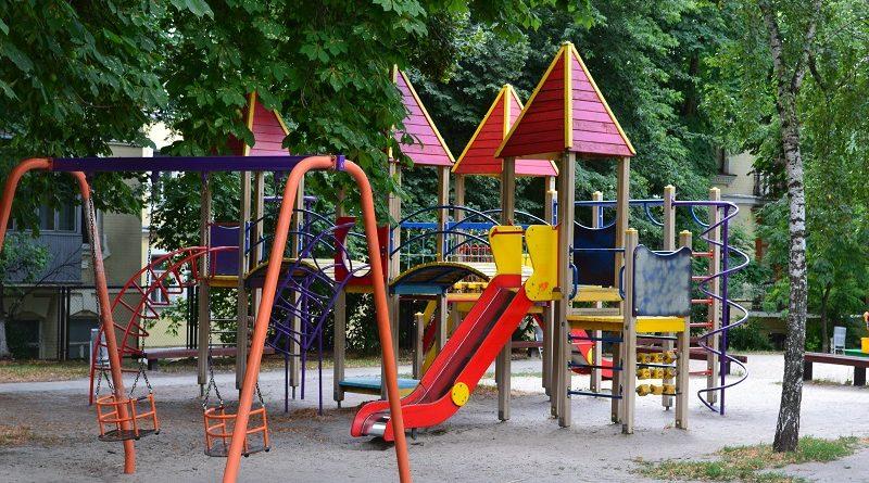 У Запоріжжі відкрили два нові дитячі майданчики