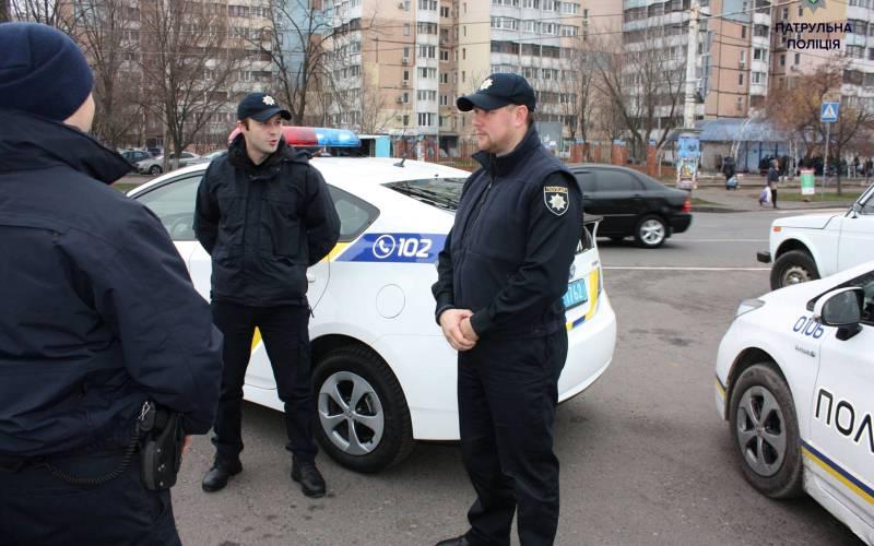 zaporizki-patrulni-zatrimali-cholovika-yakij-povinen-siditi-u-vyaznici