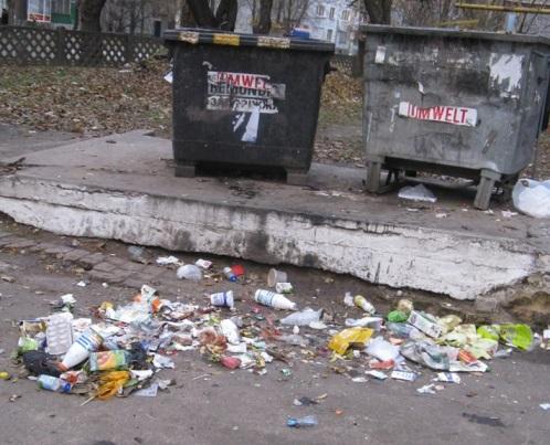 Розкидане сміття в Запоріжжі