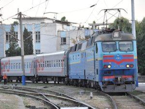 cherez-dnipro-i-zaporizhzhya-do-kiyeva-pustili-novij-potyag